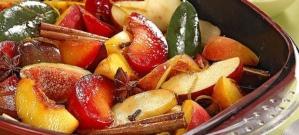 frutas assadas com canela e cravo